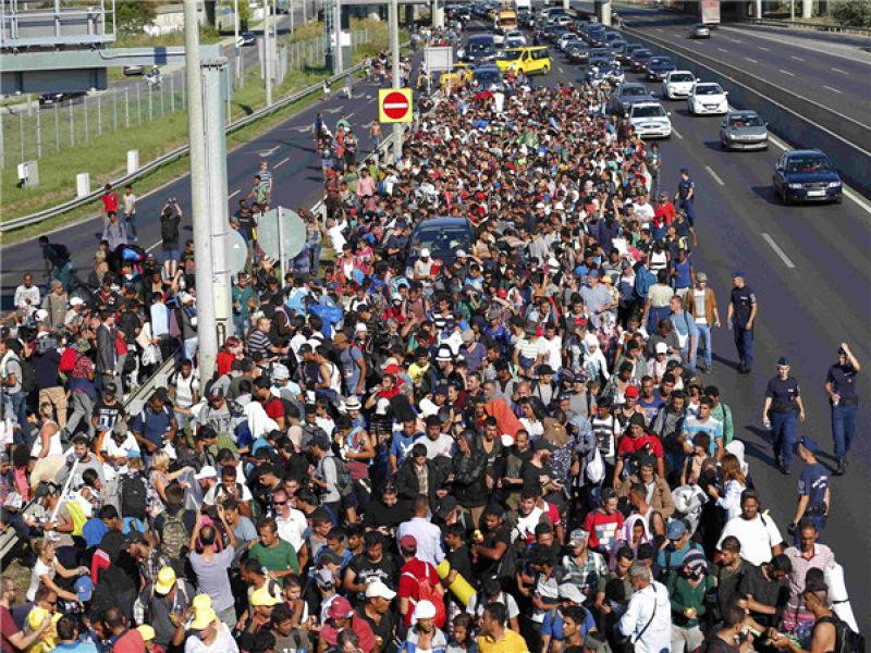 每天都有許多難民湧向匈牙利作為中轉站進入申根國家