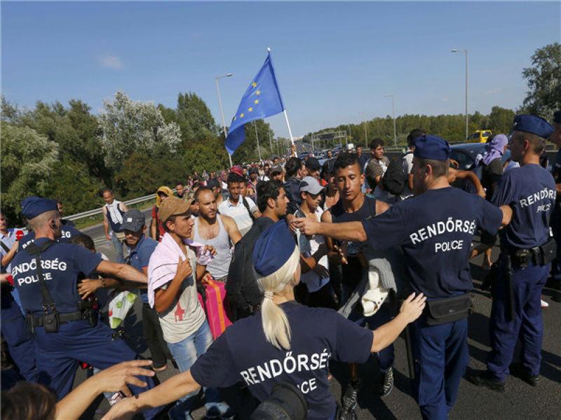 匈牙利政府困在人道主義與歐盟法規之間 阻擋未符合身分登記的難民(CCTV)