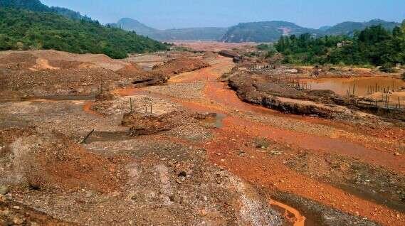 中國湖南土地汙染嚴重,圖為湘江流域遭重金屬砷汙染。(圖片取自經濟網)