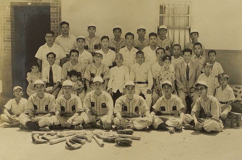 合作金庫棒球隊。(印刻文學提供)