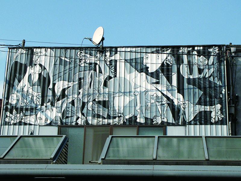 仿製名畫而成的街頭藝術看板。