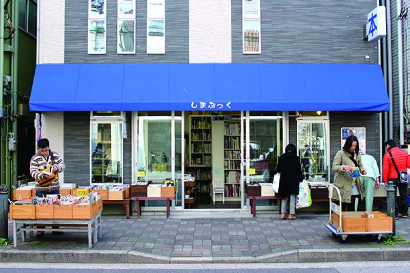 深川江戶資料館一帶的二手書店「しまぶっく」。