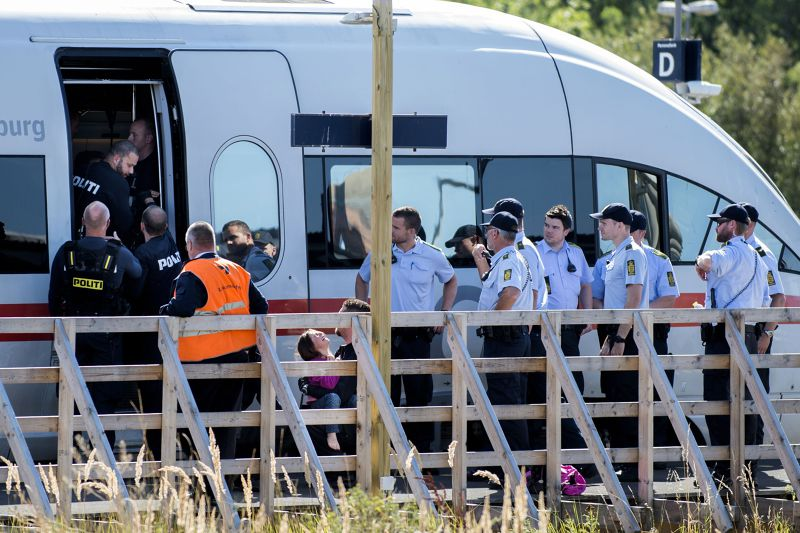 丹麥9日封鎖往返德國的列車,封鎖難民進入。(美聯社)