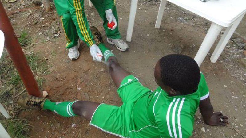 前博科哈蘭的成員正在監獄中學習踢足球(取自BBC推特)