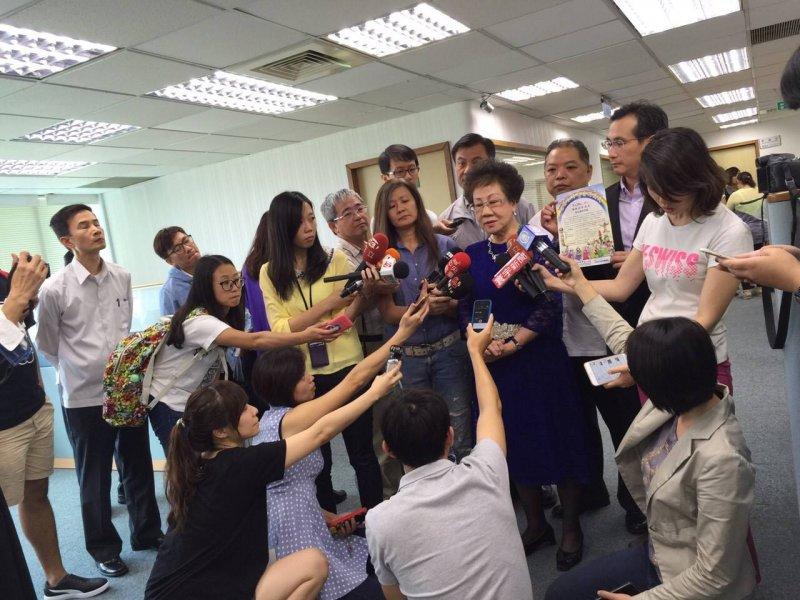 呂秀蓮今天參加座談表示,習近平會在明年解決台灣問題。(圖片來源:呂秀蓮臉書)