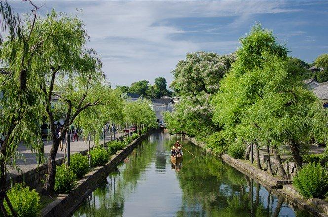 倉敷美觀一帶最富雅致氣質,沿著乾淨的河畔一路漫遊。(圖片來源:Flickr CC授權作者cotaro70s