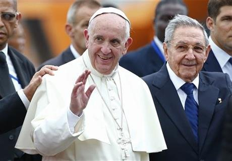 古巴領導人勞爾卡斯楚迎接方濟各