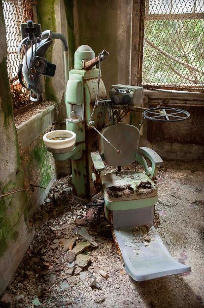 手術室中,看不出機器的用途,更讓人感到恐懼。(圖/Jeremy HARRIS Photographs)