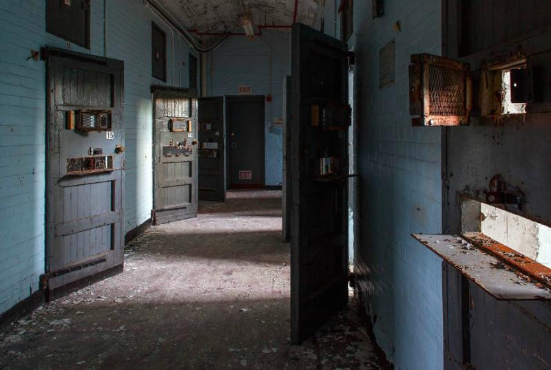 一間一間的單獨房間,這些病患只有編號、沒有名字。(圖/Jeremy HARRIS Photographs)