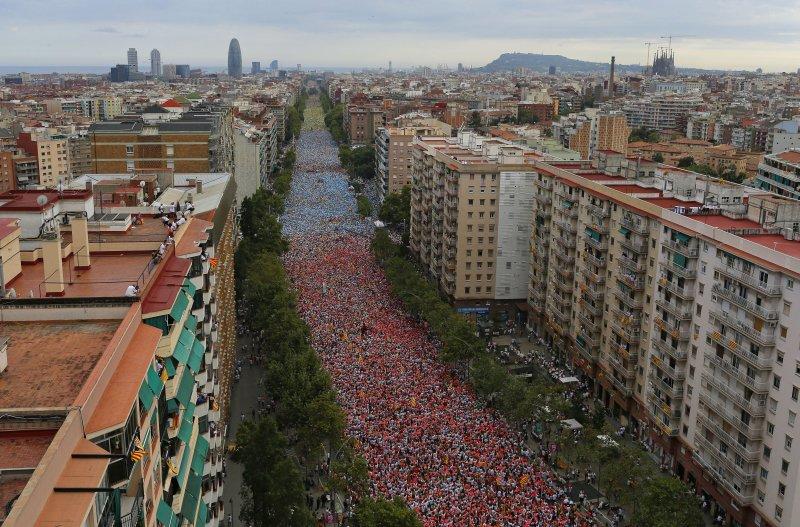 11日,加泰隆尼亞街頭湧入了50萬人要求獨立。(美聯社)