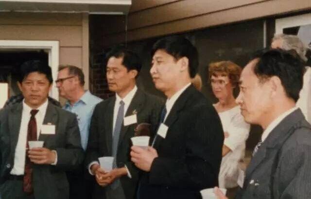 習近平(左四)以河北省石家莊地區食品協會主席的身份赴美考察農業。