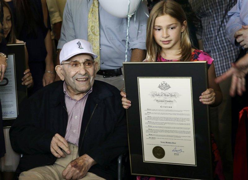貝拉(Yogi Berra)與孫女凱伊(美聯社)