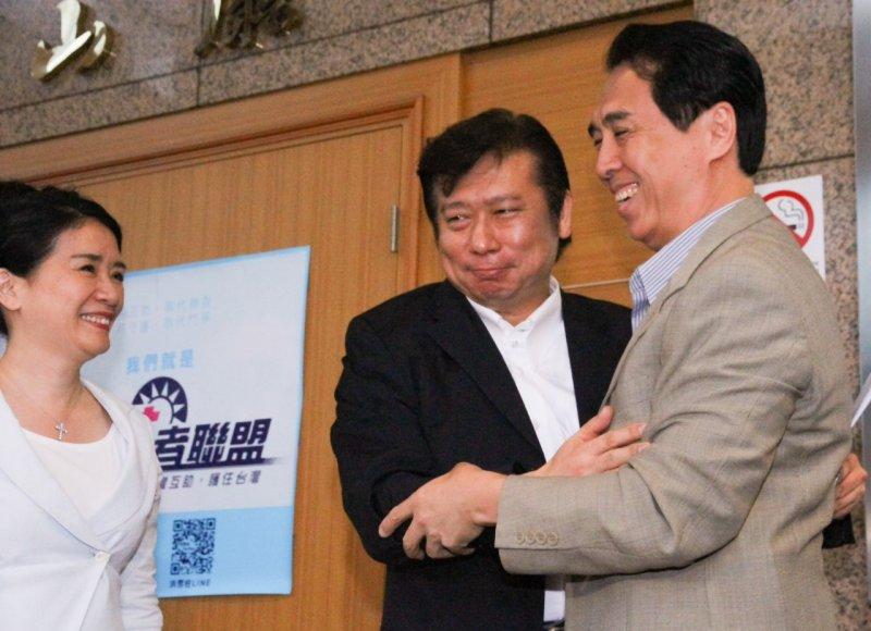 201050924-SMG0045-019-張顯耀國民黨記者會-張顯耀-陳學聖-曾原信攝.jpg