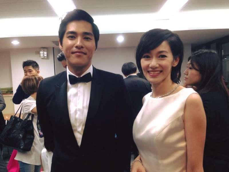 藍正龍獲得戲劇類最佳男主角,妻子周幼婷陪他出席金鐘獎典禮。(取自藍正龍臉書)