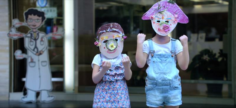 國小學童認為打擊空污,人人有責!(圖片截取自youtube)