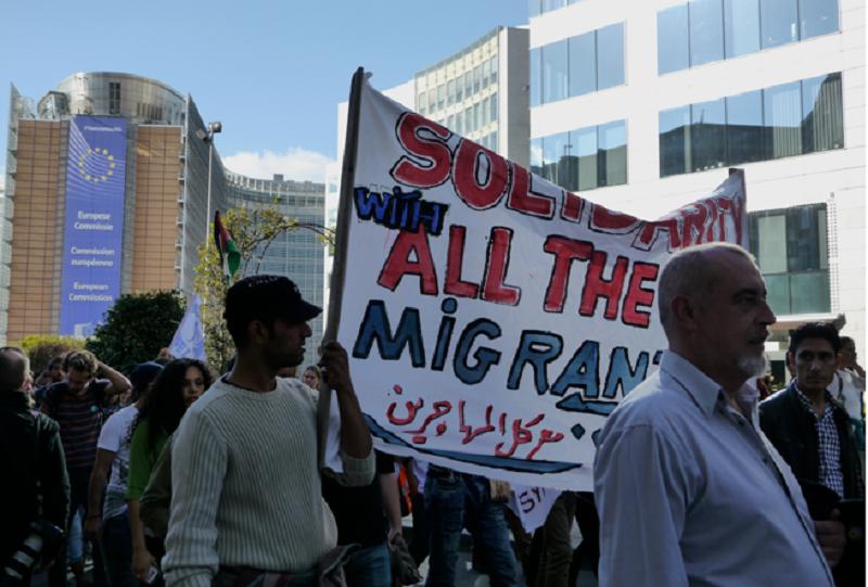 9月27日的遊行,群眾經過歐盟總部。(作者提供)