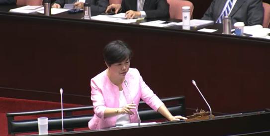 楊瓊瓔在10月2日於立法院質詢行政院諸多事項(立法院 影音截圖)