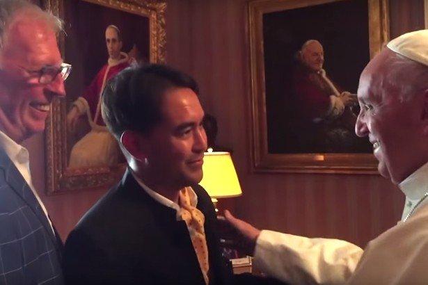 教宗方濟各接見同性戀伴侶,其中一位格拉西(左)曾是他的學生(取自推特)