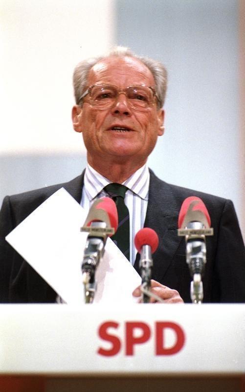 西德總理布蘭特 (Willy Brandt)在條約附函東德部長會議主席,表明《兩德基礎關係條約》並未違反西德《基本法》前言中的「再統一命令」。(取自維基百科, Engelbert Reineke攝/CC BY 3.0)