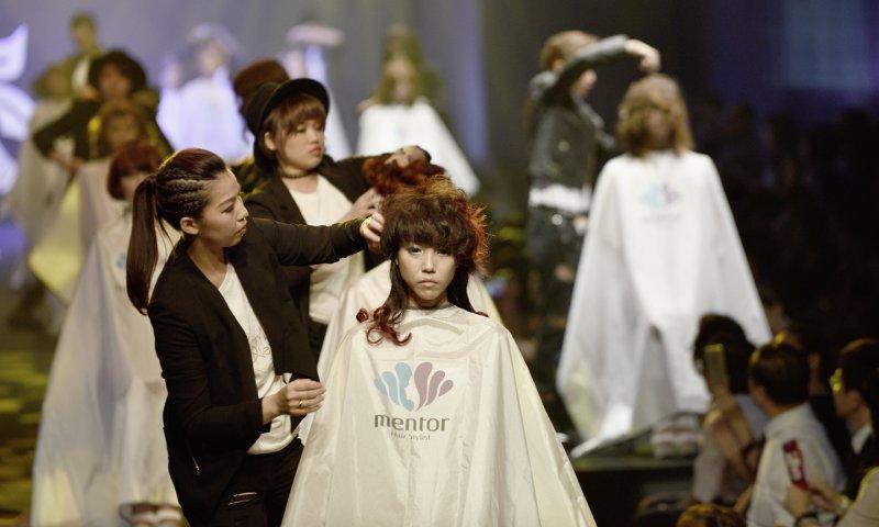 上篇 5 - 當象徵機器人的模特兒髮型改造後,每個人都各具特色且鮮活了起來.jpg