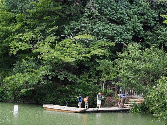 從港口回到九州,御船山樂園山林湖心,美得讓人驚嘆無語。(圖/劉宸嘉攝)