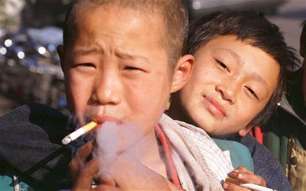 吞雲吐霧傷國力 中國2030年死於香菸者上看200萬人。(取自twitter)