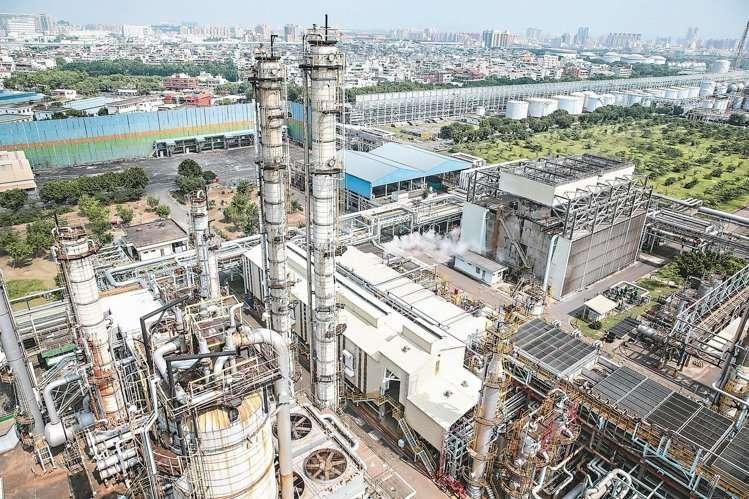 中油高雄煉油廠下個月將走入歷史,遷廠期限至今年底(圖為五輕工場一景)
