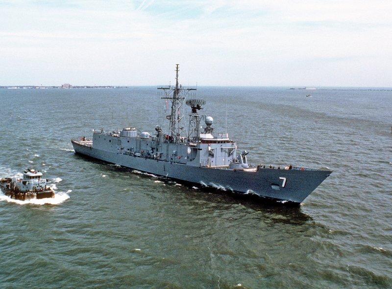 20151014-SMG0045-002-USSOliverHazardPerryFFG7-Wiki.jpg