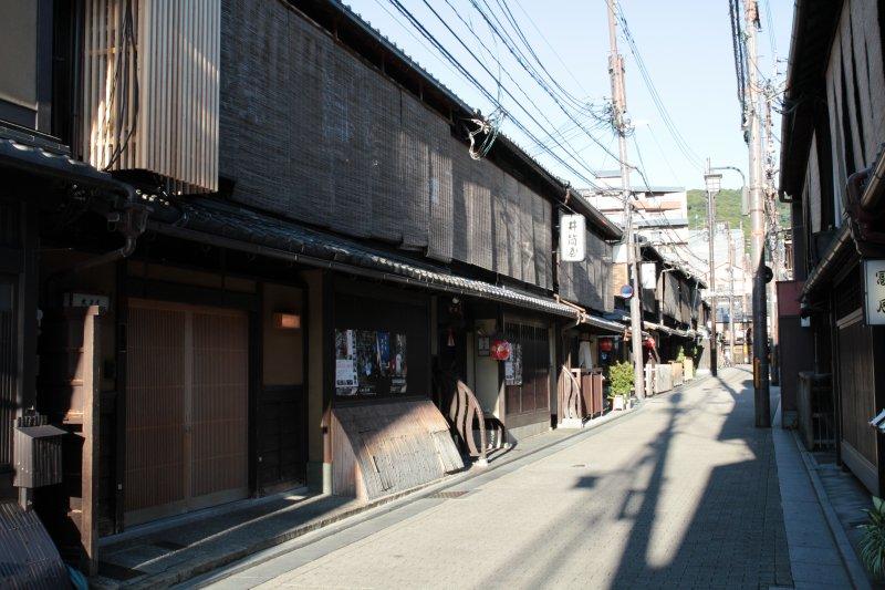 町屋正面看似狹小,其實是別有洞天的長型房屋!(圖/Norio NAKAYAMA@flickr)