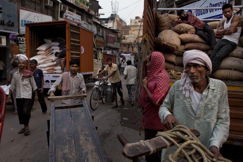 印度工人準備開始一日工作