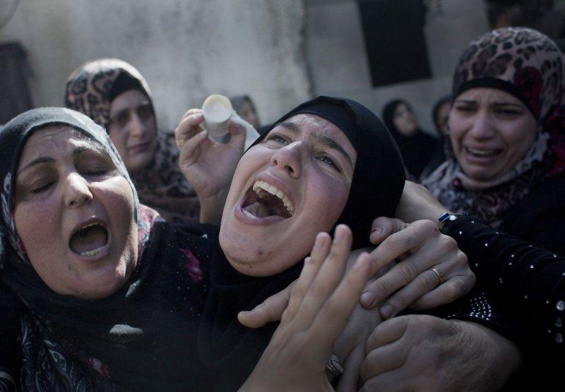攻擊以色列士兵的巴勒斯坦青年遭擊斃,家屬悲慟(美聯社)