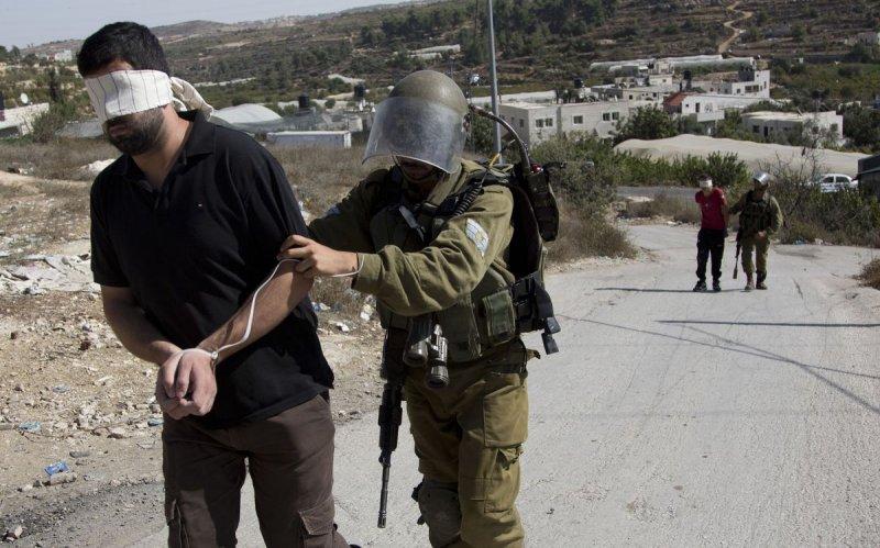 巴勒斯坦青年攻擊以色列士兵,遭到逮捕(美聯社)