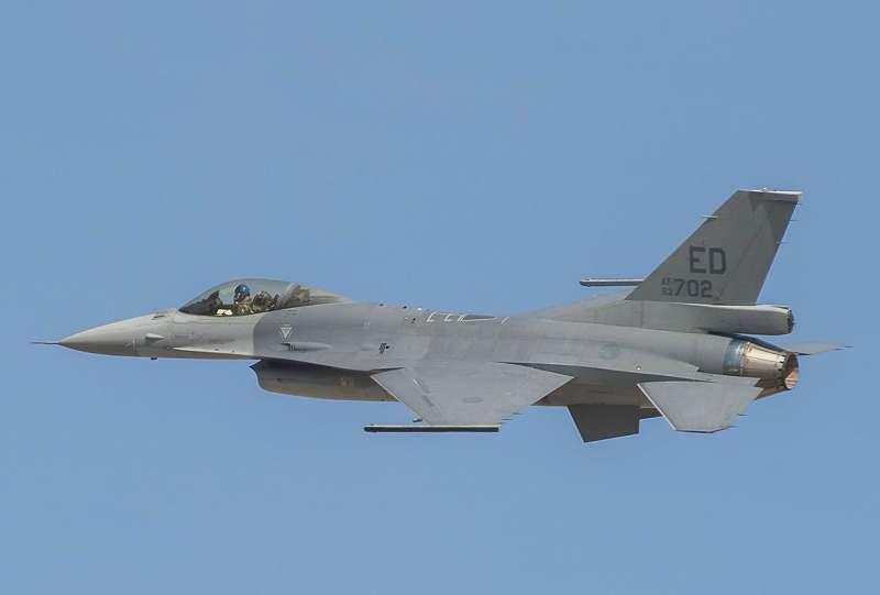 20151022-SMG0045-001-空軍F16AB戰機第1架更換 AESA雷達等設備-為F16V型戰機-21日在美國完成試飛-這也是全球第1架的F16V型戰機-洛馬公司網站.jpg