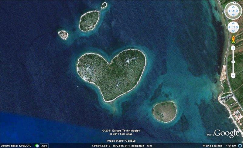 在Google Earth中曾轟動一時的心形島圖/ www.zlatkohorvat.com