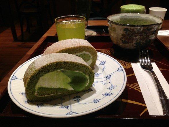 大家狂推的抹茶蛋糕捲套餐。(flickr cc授權作者bryansjs)