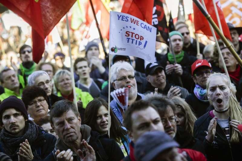 德國反全球化、反自由貿易民眾抗議TTIP談判(美聯社)