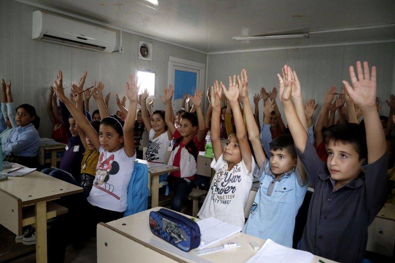 伊拉克卡爾戈斯克(Kawergosk)難民營中上課的學童。(美聯社)