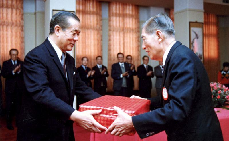 台灣經濟發展的兩位規畫師,孫運璿與李國鼎。(中研院提供/孫運璿學術基金會官網)