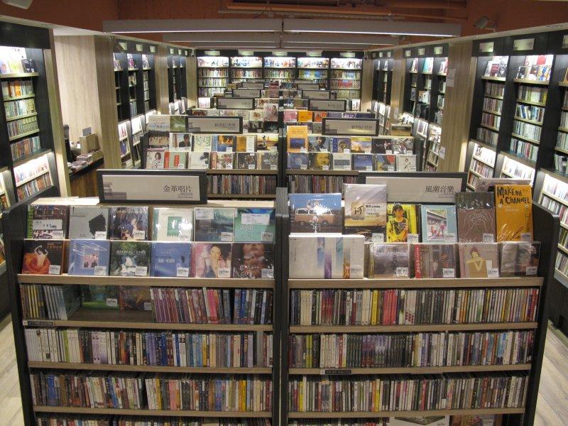 圖2新開幕的「茉莉二手書店影音館」,提供更多元的服務。.JPG