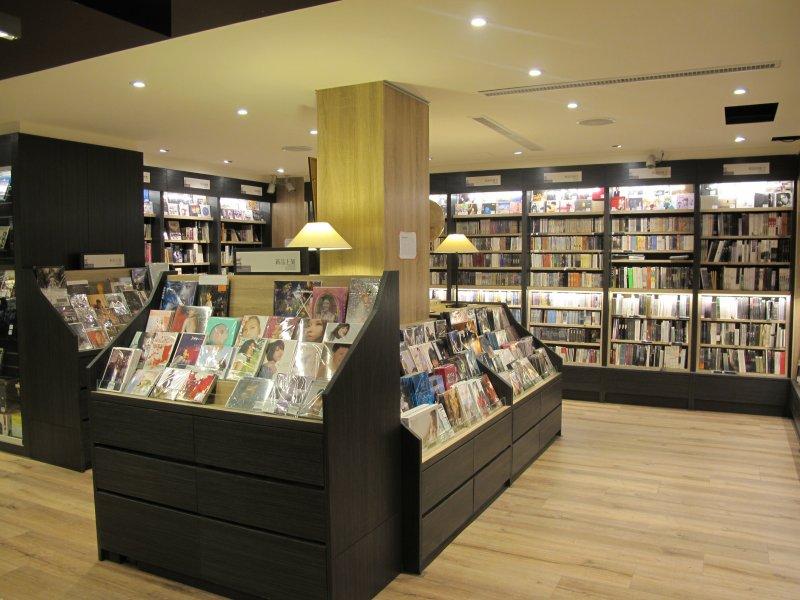 圖3即使是二手書店,茉莉也要為讀者打造舒適的閱讀空間。.JPG