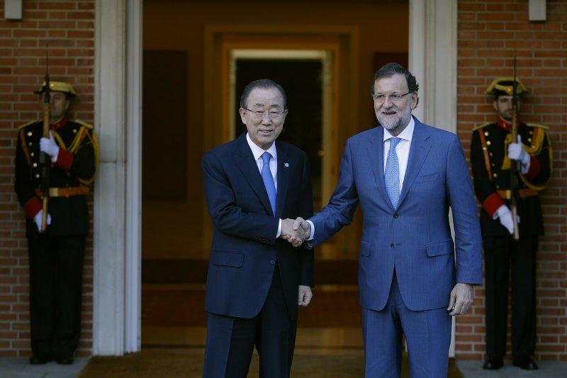 聯合國秘書長潘基文(左)及西班牙總理拉霍伊(右)(美聯社)