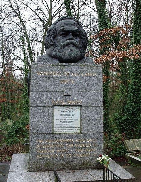 馬克思(Karl Marx)位於英國倫敦近郊的墓碑。(取自網路)