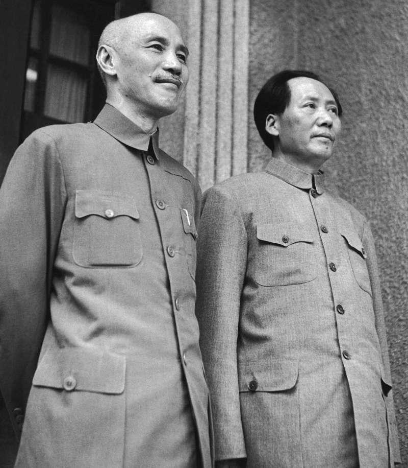 1945年重慶談判,蔣介石與毛澤東(取自網路)