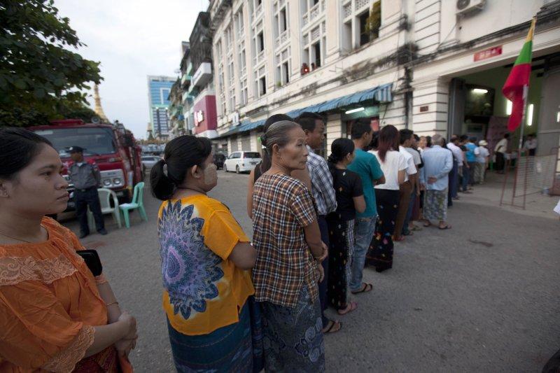 排隊等待投票的民眾(美聯社)