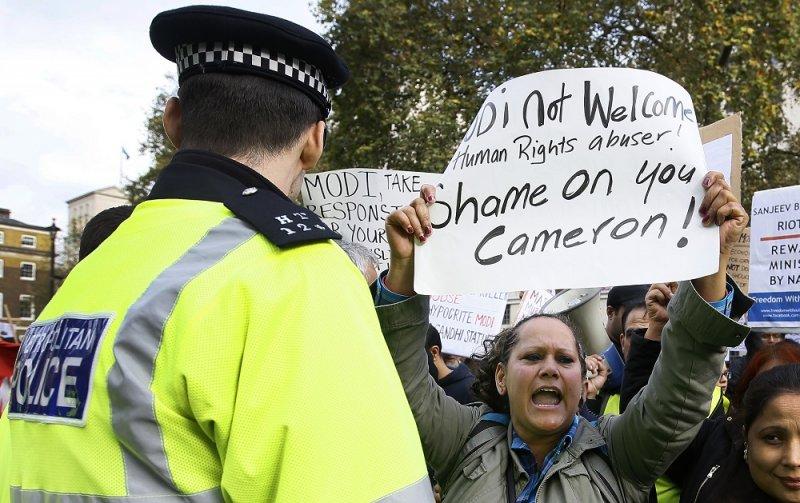 在倫敦白廳的抗議人士(美聯社)