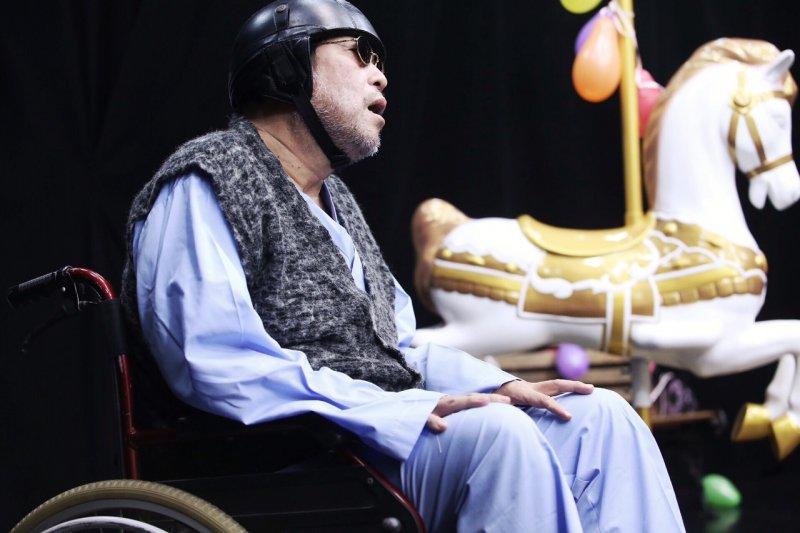 《老王子》劇情由一處精神療養院展開,從小王子錯失回到B612星球的機會,被迫留在地球開始,時間不留情地讓他一天天長大變老。(林韶安攝)