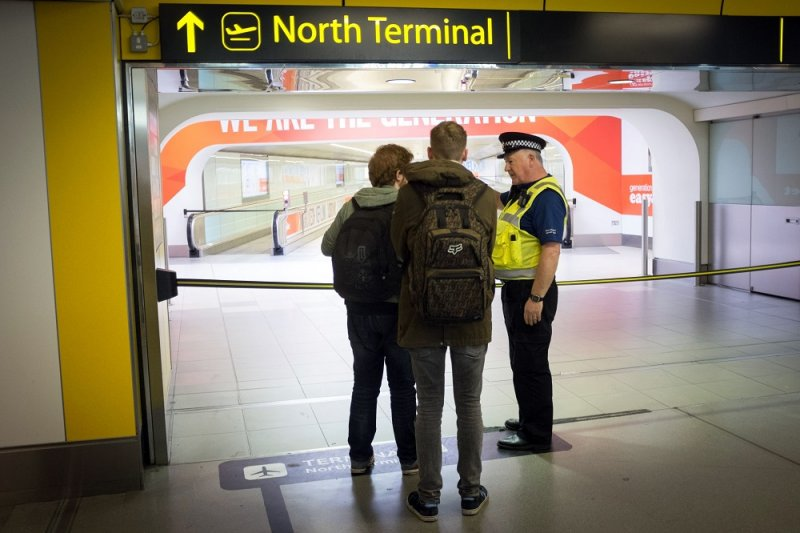 倫敦蓋威克機場14日發現可疑物品而撤空(美聯社)