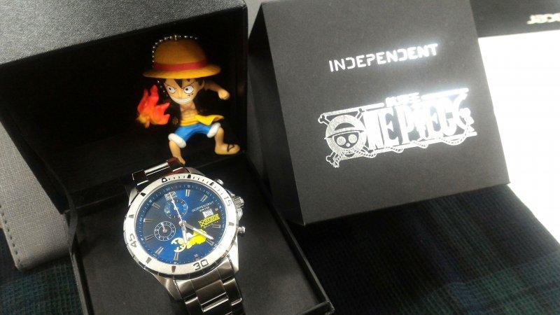 除了腕錶,還有聯名收藏錶盒與航海王公仔鑰匙圈吊飾。(圖/Lucia)