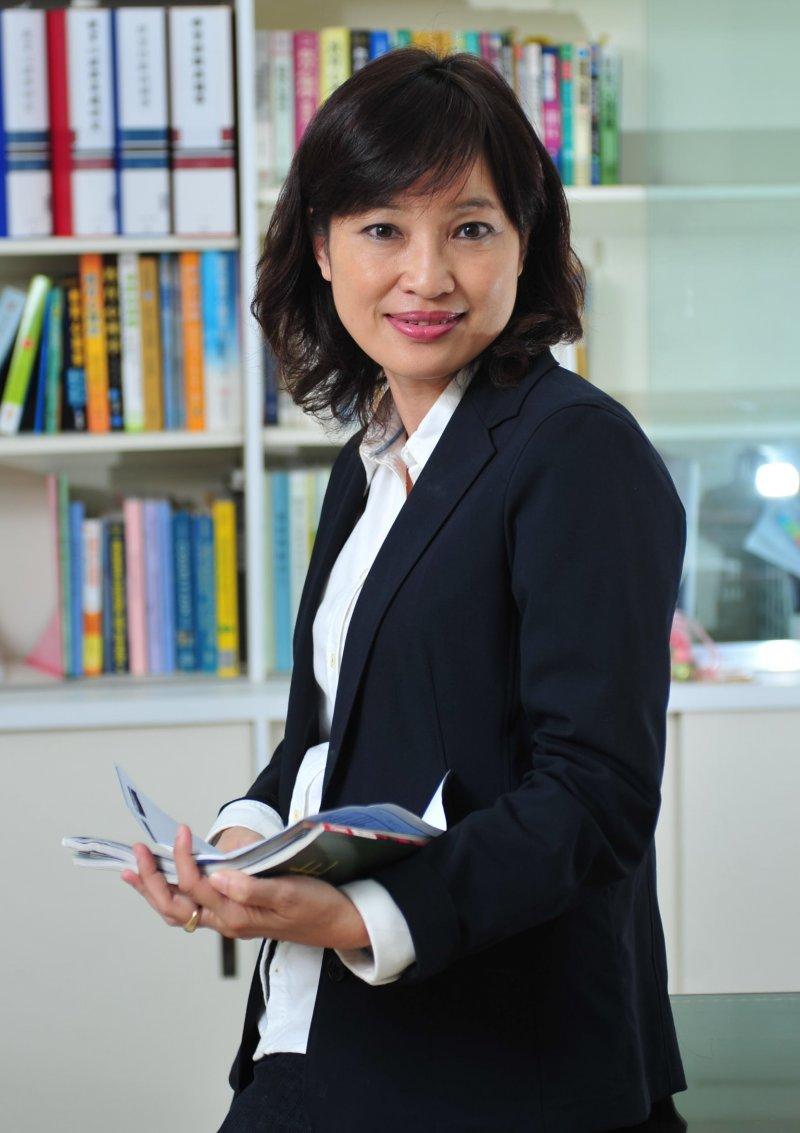 淡江大學學務長柯志恩是主持「世界真奇妙」節目而走紅,並獲得金鐘獎最佳社教節目主持人殊榮,後轉到教育界發展,專長是教育心理學。(取自淡江大學網站)
