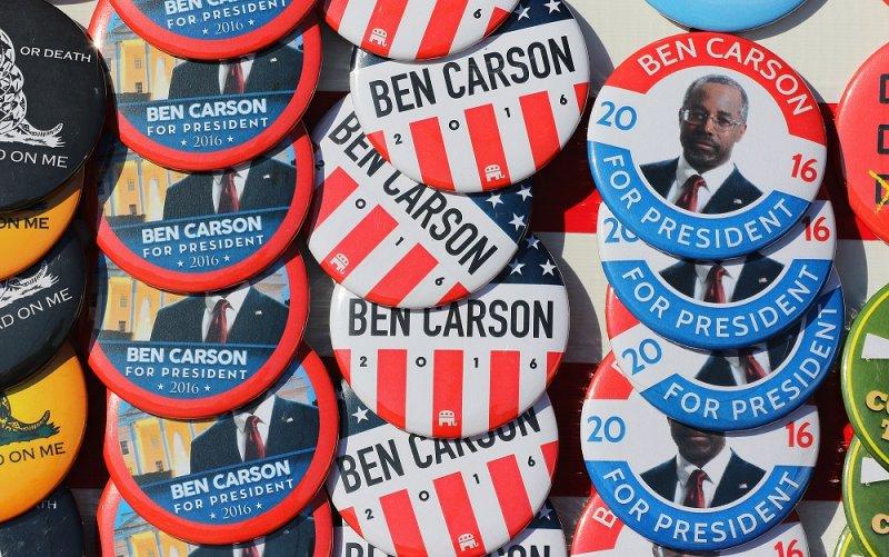 支持美國共和黨總統參選人卡森的徽章(美聯社)